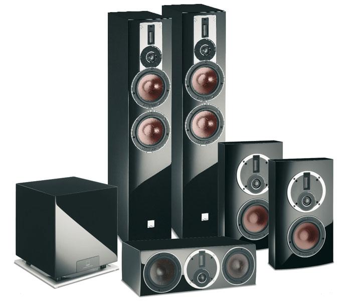 Klasse verarbeitet präsentiert sich das Rubicon-Lautsprecherset von Dali. Die Surround-Boxen sind als Wandlautsprecher konstruiert und deshalb sehr flach gehalten.