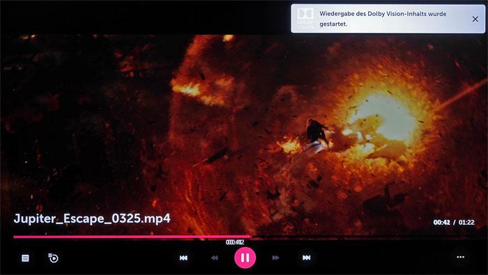 """Besonders sattes Rot und kräftiges Gelb lassen die Explosion in dieser Szene aus dem Dolby-Vision-Film """"Jupiter Escape"""" besonders kräftig erstrahlen."""