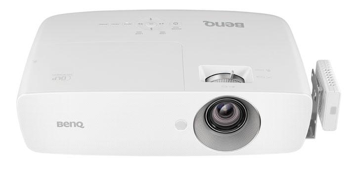 Der weiße DLP-Projektor W1090 richtet sich in erster Linie an Film-Fans.