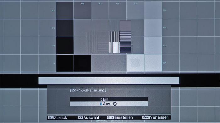 Geschmackssache: Bei Full-HD-Quellen ist die normale Darstellung ohne 4K-Enhancement auch reizvoll, weil eine Spur schärfer. Dafür taucht das Pixelraster wieder auf und die Skalierung wirkt etwas gröber.