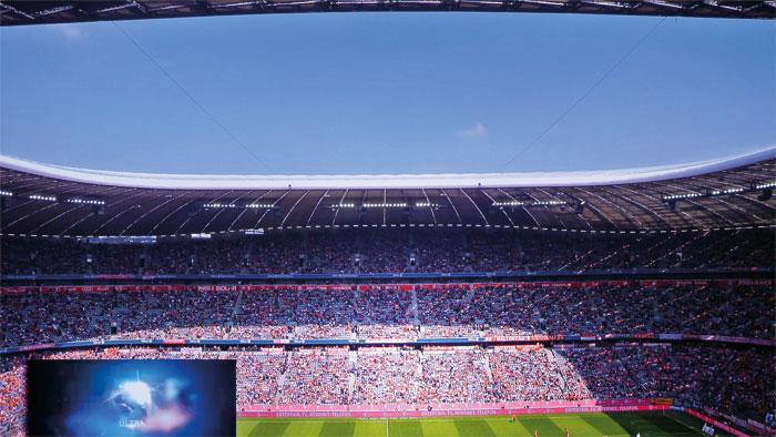 Verblüffend fein und scharf: Das UHD/50p-Video aus der Münchner Allianz-Arena profitiert von der feinen Skalierung und besseren Farbauflösung – kein Vergleich zu üblichen Full-HD-Filmen auf Blu-ray-Disc.