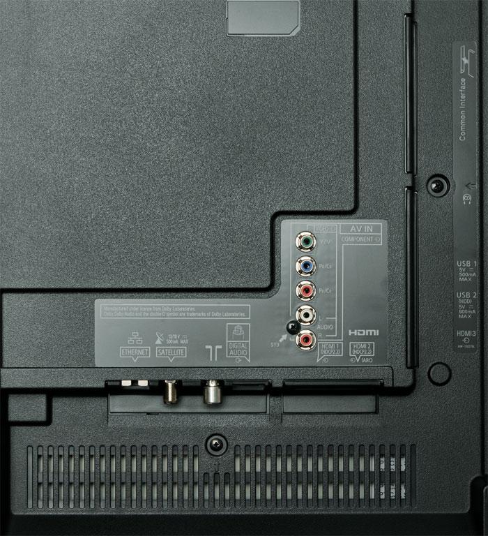 Ultra-HD-Videos mit 50 oder 60 Bildern pro Sekunde lassen sich über zwei der drei HDMI-Eingänge zuspielen. Dem Universal-Tuner steht ein TV-over-IP-Client zur Seite.