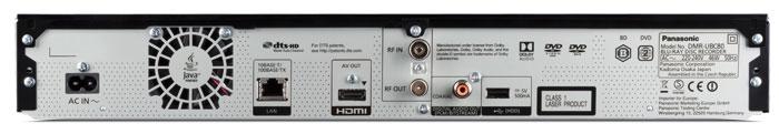 Aufgeräumt: Panasonics erster UHD-Recorder für den Kabelempfang verzichtet auf analoge Anschlüsse, bietet neben dem HDMI- aber auch einen koaxialen Tonausgang. Wer will, kann den UBC80 auch per LAN-Kabel mit dem Internet verbinden. Der Lüfter bläst die Abluft meist leise aus dem Gehäuse.