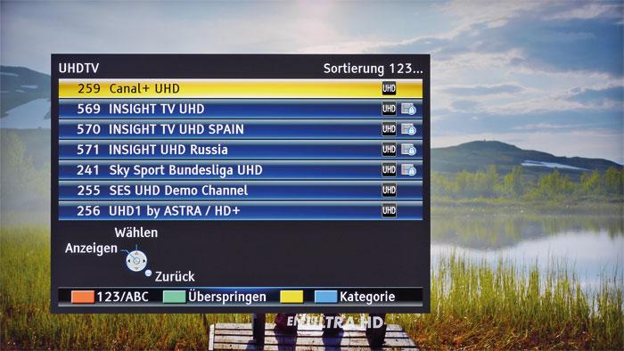 Aufgrund der großen Schrift zeigt die Kanalliste nur sieben Sender. Gut gefällt die Sortierfunktion, die z.B. alle Ultra-HD-, Pay-TV- oder Radioprogramme präsentiert.