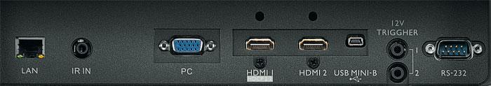 Kein HDR und nur einmal HDMI 2.0: Das Anschlussterminal des BenQ W11000 nimmt Ultra-HD-Signale bloß am HDMI-1-Port entgegen; der zweite Eingang verarbeitet maximal Bildquellen mit Full-HD-Auflösung (HDMI 1.4). Erweiterte Farben beherrscht BenQs UHD-DLP-Projektor ebenso wenig wie 3D-Inhalte.