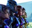 Kampfbereit: Pink Ranger (Naomi Scott), Blue Ranger (RJ Cyler), Red Ranger (Dacre Montgomery), Black Ranger (Ludi Lin), Yellow Ranger (Becky G)